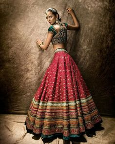 Are you looking for bridal lehenga designs photos for reception and wedding? Here is a latest 2018 & 2019 collections of bridal lehenga images. Indian Bridal Outfits, Indian Bridal Lehenga, Indian Bridal Wear, Bridal Dresses, Lehenga Wedding, Sabyasachi Lehenga Bridal, Bollywood Lehenga, Ghagra Choli, Punjabi Wedding