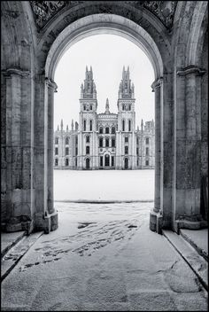 UK - Oxford - All Souls College in the snow