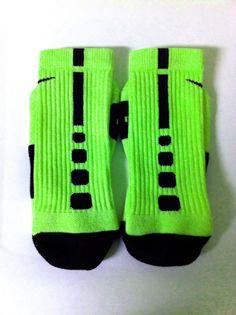 Nike Elite socks: green and black Nike Heels, New Nike Shoes, Nike Shoes Outlet, Kd Shoes, Nike Elites, Nike Outfits, Sport Outfits, Fall Outfits, Nike Elite Socks