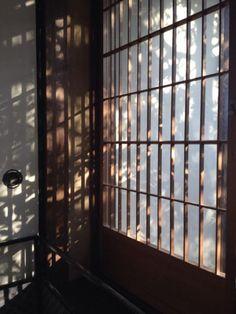 architecture rurale et minimale Japanese Architecture, Interior Architecture, Interior Design, In Praise Of Shadows, Interior Windows, Japanese Interior, Japanese House, Light And Shadow, Wabi Sabi
