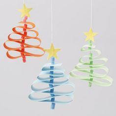 Juletræer af stjernestrimler med stammer af rørperler fra Nabbi
