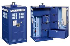 Doctor Who TARDIS Jewelry Box. I see you gaping there.