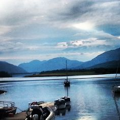 Doesn't look like you'd expect Scotland to does it? Via @danielmact  #scotland #loch #fortwilliam #scenery #CaledonianSleeper  #landscape #scottishigers