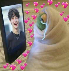 Meme Jeongin In straykids meme Funny Kpop Memes, Kid Memes, Meme Pictures, Reaction Pictures, Meme Faces, Funny Faces, K Pop, Fanfic Kpop, Heart Meme