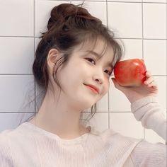 Girl Photo Poses, Girl Photos, Iu Hair, Kdrama Actors, Korean Actresses, Cute Icons, Korean Beauty, Ulzzang Girl, Korean Singer