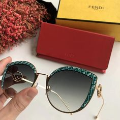 Big Sunglasses, Trending Sunglasses, Sunglasses Women, Sunnies, Glasses Outfit, Fashion Eye Glasses, Fendi, Urban Outfitters Sunglasses, Lunette Style