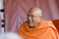 Pujya Tyagvallabh Swami during a session Folded Hands, 30 September, 30th, Two By Two, Therapy, In This Moment, Healing