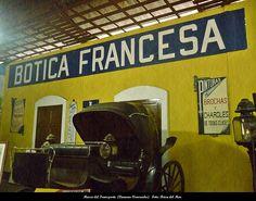 Carreta Antigua y Botica Francesa. Museo del Transporte (Caracas-Venezuela)