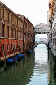 Bridge Of Sighs Venice, Italy. Because you just can't pin too many pictures of Venice.