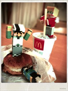 ハンバーガーは潰して食べる方、こてつです!