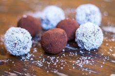 Gesunder Snack – Schoko-Kokos-Energiebällchen