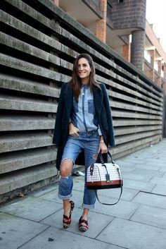 Gala double denim-ing it. Am Lul. Gala Gonzalez, Boyfriend Jeans, Mom Jeans, Estilo Blogger, Double Denim, Cool Style, My Style, Fashion Gallery, Runway Fashion