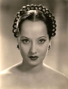Merle Oberon 1934...A classic beauty. She won the Oscar in 1939 for role as best female actress in Wuthering Heights. With Lawrence Olivier...a story of true love that never dies.