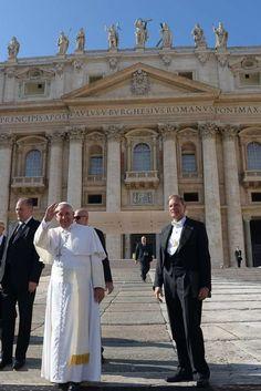 El paraíso vaticano: gasolina, tabaco y medicinas low cost