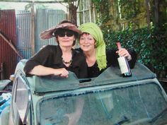 Vacance en France...belles , et , rigolotes .......elsoum et sa soeur