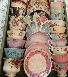 , You are able to appreciate morning meal or various time periods applying tea cups. Tea cups likewise have ornamental features. When you look at the tea cup designs, you will dsicover this clearly. Tea Cup Set, My Cup Of Tea, Tea Cup Saucer, Vintage Dishes, Vintage China, Vintage Tea Cups, Vintage Tea Parties, Vintage Kitchen, Teapots And Cups