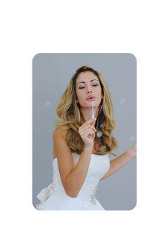 La collezione Live Love di Amatelier rappresenta una vera evoluzione stilistica: abiti da sposa dallo stile avveneristico e frizzante, che riescono ad interpretare appieno i desideri di ogni sposa. Il mondo seducente dell'alta sartoria a portata di mano, le cui creazioni hanno una chiara impronta parigina. T 08281992372 www.amatelier.com