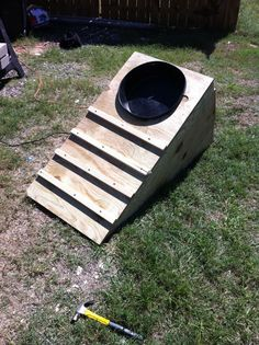 """FFA show pig feeder """"stretch feeder"""".bet this would work great for goats and lambs too. Farm Projects, Animal Projects, Sheep Feeders, Agriculture, Goat Feeder, Show Goats, Pig Showing, Showing Livestock, Livestock Judging"""