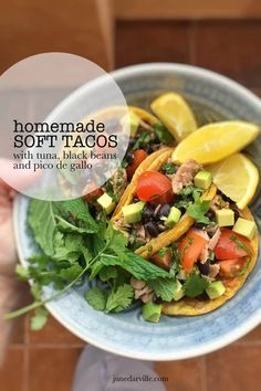 One hour is all it takes to bake and stuff these homemade soft tacos! Fill them up with tuna avocado and pico de gallo. Easy Sandwich Recipes, Easy Salmon Recipes, Seafood Recipes, Healthy Recipes, Dinner Recipes, Healthy Food, Vegetarian Recipes, Homemade Taco Shells, Homemade Tacos