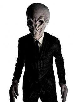 Image from http://cdn.seriable.com/wp-content/gallery/doctor-who-series-6-characters/series-6-character-promos-white-8.jpg.