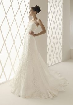 Online Sale 2012 Niveous Strapless Empire Lace Satin Chapel Train Wedding Gowns (LACEWD-020)