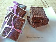 Batoane raw cu prune uscate Dessert Recipes, Desserts, Raw Vegan, Granola, Vegetarian, Sweets, Dishes, Cooking, Food