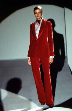 Celebrities who wear, use, or own Gucci by Tom Ford Fall 1996 Velvet Suit. Also discover the movies, TV shows, and events associated with Gucci by Tom Ford Fall 1996 Velvet Suit. Fashion History, 90s Fashion, Runway Fashion, Fashion Models, High Fashion, Vintage Fashion, Fashion Outfits, Diane Keaton, Kate Moss