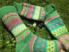 Knitting Socks, Hand Knitting, Knitting Patterns, Knit Socks, Batman Socks, Pineapple Socks, Harry Potter Socks, Penguin Socks, Outfit Des Tages