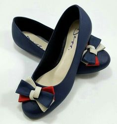 Cute Flats, Cute Shoes, Me Too Shoes, Pretty Shoes, Beautiful Shoes, Girls Sandals, Girls Shoes, Sneakers Fashion, Fashion Shoes