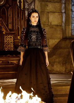 New still of Adelaide Kane as 'Mary Stuart' in Reign Season 2 - [x] Reign Mary, Mary Queen Of Scots, Adelaide Kane, Marie Stuart, Reign Tv Show, Reign Dresses, Reign Fashion, Costume Design, Beautiful Dresses