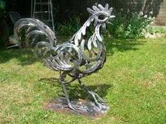 "Excellent ""metal tree art decor"" detail is readily available on our internet site. Take a look and you wont be sorry you did. Metal Yard Art, Metal Tree Wall Art, Scrap Metal Art, Metal Artwork, Horseshoe Projects, Horseshoe Crafts, Horseshoe Art, Welding Art Projects, Metal Art Projects"