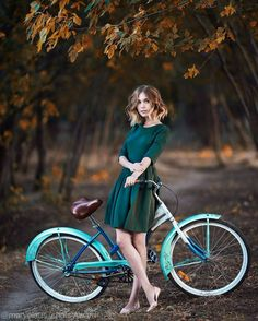 Award winning photographer Alexander Vinogradov shares his portrait tips. Cycle Chic, Bicycle Women, Bicycle Girl, Cycling Girls, Bike Style, Vintage Bicycles, Girl Photography, Beautiful, Lady