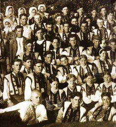 Hello all, Today I will talk about the costume, and a bit about the embroidery of the Borshchiw region, West Podillia, Ukraine. Folk Clothing, Vintage Pictures, Choir, Art Forms, Capsule Wardrobe, Old Photos, The Past, Dance, Costumes