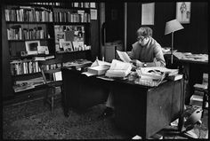 John Updike, escritor. | 40 Inspiradoras áreas de trabajo de famosos creativos