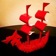 Barco viking de origami modular.