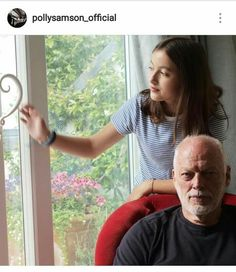 David Gilmour and friend? Best Guitarist, Female Guitarist, Pink Floyd Comfortably Numb, Persona, David Gilmour Pink Floyd, Roger Waters, Rock N Roll Music, Playing Guitar, Music Stuff