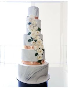 Copper and marble wedding cake #Ideal