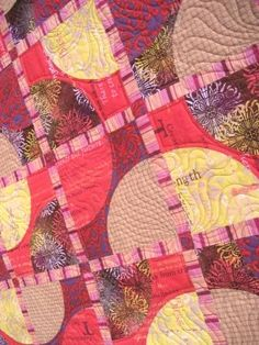 Curved Seam Tutorial - This is amazing and so easy! Quilting Tips, Quilting Tutorials, Sewing Projects, Projects To Try, Hexagon Pattern, Quilt Designs, Photo Displays, Quilt Blocks, Circles