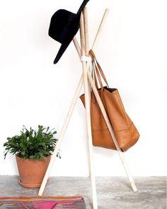 Mirar que idea más original para hacer un perchero tú mismo! DIY #trucos #living #lifestyle #followme #homedecor #casa #decor #photo #archilovers #arquitectura #habitacion #luxurydesign #room #house #instagood #instadesign #instalike #architect #inspiration #interiorismo #truco #like4like #instagram #decoration #diseño #love #interiordesign #fashion #mujeres   Mirar que idea más original para hacer un perchero tú mismo! DIY #trucos #living #lifestyle #followme #homedecor #casa #decoracion…
