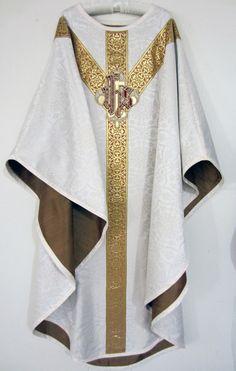 http://catholicliturgicalvestments.com/wp-content/gallery/unum-est-necessarium/uen-front.jpg