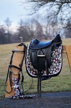knotenhalfter umflochten mit zierknoten und namen von knoten halfter auf pferde. Black Bedroom Furniture Sets. Home Design Ideas