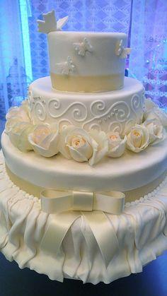 Skirted Wedding Cake | Flickr - Photo Sharing!