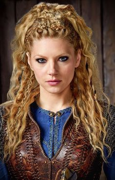 "Katheryn Winnick is known as ""Lagertha"" from the TV series ""Vikings"". Lagertha Hair, Vikings Lagertha, Lagertha Costume, Vikings Tv, Braided Hairstyles, Wedding Hairstyles, Viking Hairstyles, Hairstyles 2018, Relaxed Hairstyles"