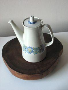Pretty vintage coffee pot by Figgjo Flint, Turi Design of Norway.
