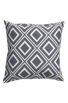 Жаккардовый чехол на подушку: Чехол на подушку с жаккардовым рисунком. Однотонная обратная сторона из х/б ткани. Потайная молния.