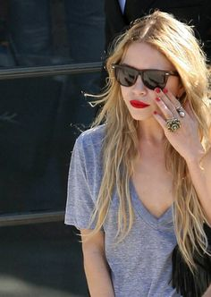 wish i could pull off a red lip and t-shirt