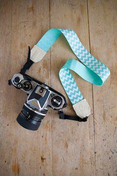 Fabriquer une sangle d'appareil photo à l'aide d'une ceinture ou d'un ruban.