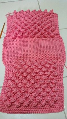 crochet handbags Bobble Stitch Handbag Crochet Pattern - Why spend money on simple bags, when you can make this bobble stitch handbag all by yourself. Crochet Bobble, Crochet Clutch, Crochet Diy, Bobble Stitch, Crochet Handbags, Love Crochet, Crochet Bags, Crochet Purses, Crochet Backpack