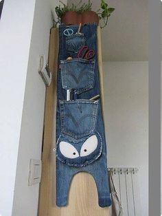 hanging orgaiser from old jeans