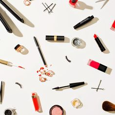 We always look for cheap affordable makeup brands. From brushes to mac makeup we compiled a list of affordable cheap makeup brands that you will find online Best Mac Makeup, Best Makeup Brands, Makeup Videos, Makeup Tips, Easy Makeup, Tumblr Background, Make Up Marken, Looks Kylie Jenner, Makeup Wallpapers